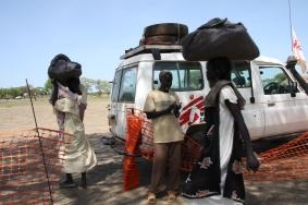 NFI Distribution for refugees (South Sudan, 2008)